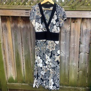 Connected Apparel stretchy floral dress - size 12